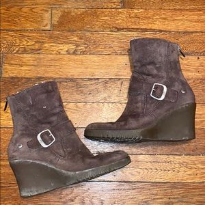 Ugg Gisselle 5593 brown suede wedge booties sz 7
